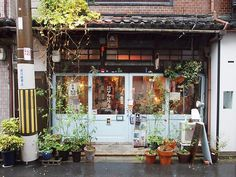 Japanese Buildings, Japanese Architecture, Aesthetic Japan, Japanese Aesthetic, Japan Street, Shop Front Design, Store Fronts, Cafe Interior Design, Aesthetic Pictures