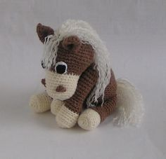 amigurumi crochet pattern for a horse as PDF File. This pattern is easy to follow as you will find lots of pictures that will help you.