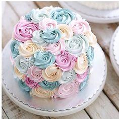 cake design by Pretty Cakes, Cute Cakes, Beautiful Cakes, Amazing Cakes, Cake Cookies, Cupcake Cakes, Keks Dessert, Rosette Cake, Occasion Cakes