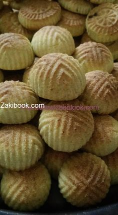 Maamoul, Semolina nut and date filled cookies Arabic Dessert, Arabic Sweets, Arabic Food, Sweets Recipes, My Recipes, Bread Recipes, Cooking Recipes, Middle Eastern Sweets, Middle Eastern Recipes