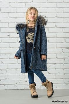 Presentation of the new Junior collection by Ermanno Scervino, the Italian haute couture. Girls Winter Fashion, Preteen Fashion, Young Fashion, Little Girl Fashion, Kids Fashion, Nice Dresses, Girls Dresses, Cool Kids Clothes, Kids Coats