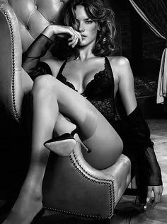 Portrait - Boudoir - Lingerie - Black and White - Photography - Pose Idea - Inspiration - Legs