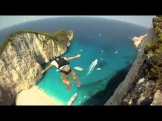 Base jump à la baie du naufrage Film Dance, Zakynthos Greece, Europe Bucket List, Base Jumping, Skydiving, Extreme Sports, Outdoor Travel, Where To Go, Beautiful World