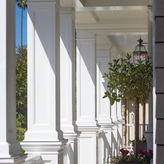 """@pattersoncustomhomes's photo: """"We absolutely love this porch. Don't you? #porch #entry #entrance #rail #welcome #welcoming #front #welcomehome #newportbeach #newport #nb #plant #sun #sunlight #homedesign #customhome #pattersoncustomhomes #thenewstandard"""""""