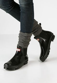 Jelly Schuhe und Jello Shoes online bei ZALANDO Jelly Schuhe und Jello Shoes online bei ZALANDO The post Jelly Schuhe und Jello Shoes online bei ZALANDO appeared first on Einrichten und Wohnen. Chelsea Boots Outfit, Hunter Boots Outfit, Chelsea Boots Damen, Hunter Rain Boots, Hunter Chelsea, Short Rain Boots, Look Street Style, Black Boots, Shoe Boots