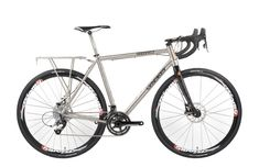 La nueva plataforma Lynskey UrBANskey es versátil máquina para cicloturismo que logra ofrecer ciertos detalles inteligentes.