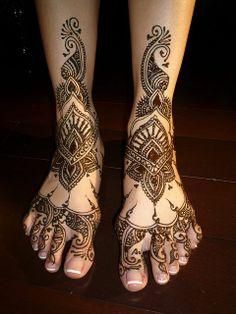 Peacock Leg Mehndi Design.. Wow just wow
