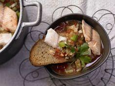 Tegamaccio umbrische Fischsuppe mit Fenchel und Brot: Löffel für Löffel tun Sie beim Genießen dieses Suppe-Klassiker viel für Ihre Gesundheit.