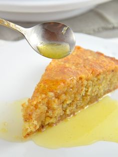 Orange and almond cake: juicy and aromatic- Orangen-Mandel-Kuchen: saftig und aromatisch Orange almond cake with orange syrup - Dessert Simple, Baking Recipes, Cake Recipes, Dessert Recipes, Savoury Baking, Healthy Baking, Law Carb, Baking For Beginners, Orange And Almond Cake