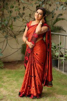 Beautiful Girl In India, Most Beautiful Indian Actress, Beautiful Saree, Beautiful People, Beauty Full Girl, Beauty Women, Bridesmaid Saree, South Indian Actress Hot, Saree Photoshoot
