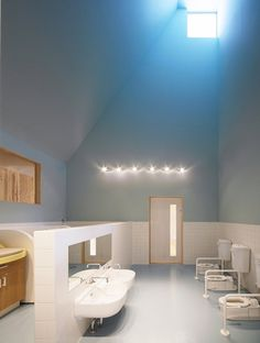 (little)bathroom: Leimondo Nursery School by Archivision Hirotani Studio (Nagahama, Japan)