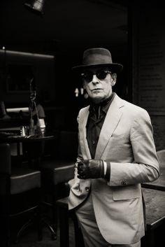 Jules Deelder Gefotografeerd in Cafe Ari in de serie kleedkamer rituelen