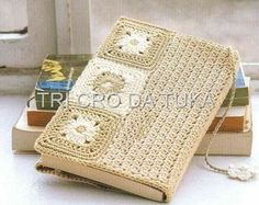 I'm pretty crazy about this adorable book cover, too. Crochet Book Cover, Crochet Case, Crochet Books, Love Crochet, Crochet Gifts, Beautiful Crochet, Knit Crochet, Grannies Crochet, Crochet Stitches
