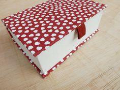 Caixa Pequena :: Corações #caixa #caixaartesanal #fineartbox #decor #decoração #organização #feitoamao #bookbinding #handmade #papelaria