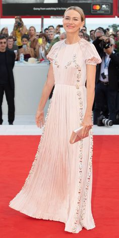 Look of the Day - Naomi Watts dazzled in a Prada gown and proved less is more by finishing off her look with a dainty Tyler Ellis clutch and Crivelli jewelry. Celebrity Outfits, Celebrity Style, Maxi Gowns, Naomi Watts, Red Carpet Looks, Celebs, Celebrities, Beaded Lace, Types Of Fashion Styles