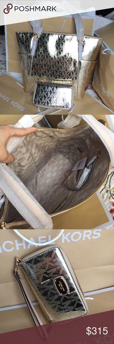 Michael Kors Set. Authentic Michael Kors Tote Bag and Wristlet, beautiful Set! Michael Kors Bags Totes
