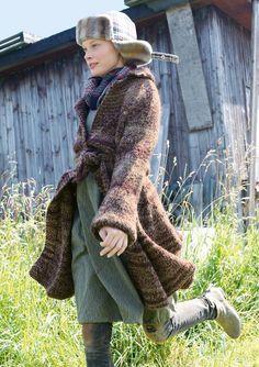 Mantel mit glockigem Rock selber stricken mit einer Strickanleitung aus Rebecca- mein Strickmagazin und dem ggh-Garn DUETTO (50% Wolle/40% Polyacryl/10% Alpaka). Garnpaket zu Modell 30 aus Rebecca Nr. 56