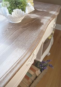 Annie Sloan White Waxed Dresser Top - Limed Wood *use for bureau Chalk Paint Furniture, Furniture Projects, Furniture Making, Bedroom Furniture, Diy Furniture, Whitewash Furniture, Annie Sloan Painted Furniture, Luxury Furniture, Chalk Paint Table