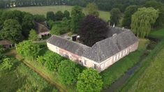 Kasteel Tongelaar, Mill, Land van Cuijk Medieval Town, Garden Bridge, Sidewalk, Outdoor Structures, Mansions, House Styles, Dna, Maps, Decor