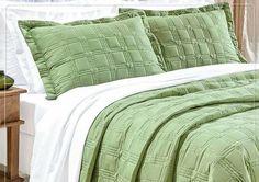 Olá!  Na Teixeira Têxtil você encontra  Cobre Leito Onix 200 fios Queen 03 peças  01 cobre leito trampuntado 2,60m x 2,40m 02 porta travesseiros trampuntados 70 cm x 50 cm.