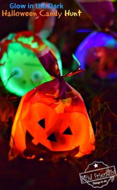 A Glow in the Dark Halloween Candy Hunt Idea for Kids! - Such a fun party idea or just a fun family Harvest Party Games, Fall Party Games, Dinner Party Games, Halloween Party Games, Halloween Party Supplies, Halloween Birthday, Halloween Candy, Easy Halloween, Halloween 2020
