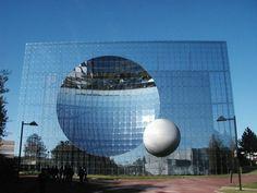 Добро пожаловать в мир концептуальной геометрии, причудливых форм и интересных объёмов!