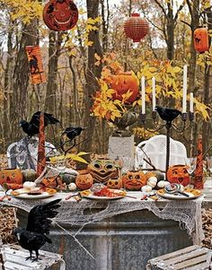 love this outdoor Halloween setting...