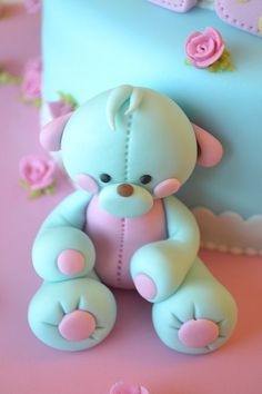 Polka dot and teddy bear cake — Baby Shower