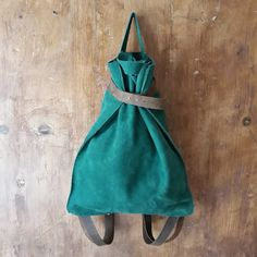 Suede backpack Leather Craft, Leather Bags, Backpacks, Crafts, Fashion, Totes, Leather Tote Handbags, Moda, Leather Crafts