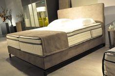 Boxspring A- Sleep hoofdbord Kenzo stof,matras geltex inside,34 cm. hoog,slaapkenner theo bot zwaag