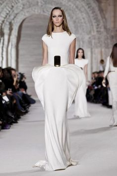 http://nowfashion.com/24-01-2012-stephane-rolland-couture-spring-summer-2012-paris-show-1169.html