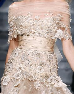 Take a look to Zuhair Murad Haute Couture Fall Winter the fashion accessories and outfits seen on Parigi runaways. Couture Details, Fashion Details, Fashion Design, Beautiful Gowns, Beautiful Outfits, Bridal Gowns, Wedding Gowns, Fall Wedding, Fairytale Fashion