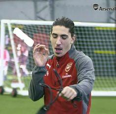 Héctor bellerín Football Players, Arsenal, Baseball Cards, Sports, Hs Sports, Soccer Players, Sport