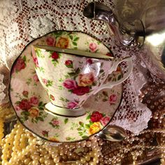 Quite a difference from today's OCR pattern, Very Vintage! [Royal Albert - Old Country Roses chintz pattern English Fine Bone China Tea Cup & Saucer] Vintage Dishes, Vintage Tea, Vintage China, Teapots And Cups, Teacups, Bone China Tea Cups, My Cup Of Tea, Tea Service, Royal Albert