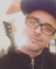 Billie Joe has got to be the most handsome dork in the universe. This is from his IG post from March 24, 2016. Gorgeous!
