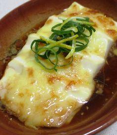 絹ごし豆腐、ポン酢、オリーブオイル、溶けるチーズを使った熱々料理のご紹介です~。...
