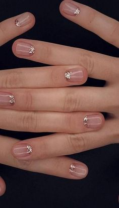 Classy Nails Sparkle Almond nails for winter;Glitter nail art designs have become a constant favorite. Almost every girl loves Classy Acrylic Nails, Classy Nail Art, Natural Acrylic Nails, Classy Nail Designs, Stiletto Nail Art, Glitter Nail Art, Nude Nails, Natural Nails, Nail Art Designs
