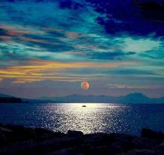 Landscape Photography Tips: Beauty awakens the soul to act Beautiful Moon, Beautiful World, Landscape Photography Tips, Nature Photography, Nature Pictures, Amazing Nature, Night Skies, Pretty Pictures, Beautiful Landscapes