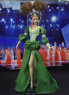Barbie Miss Uzbekistan Ninimomo 2010 Barbie Wedding Dress, Barbie Gowns, Doll Clothes Barbie, Miss Pageant, Barbie Miss, Green Gown, Beautiful Barbie Dolls, Barbie Princess, Glamour