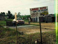 Lavage auto pour 50 francs CFA, sauf erreur environ 40 ct.