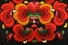 Bunadtilvirker Vibekes Hjønnevåg, Gamle Nes, Nesbyen i Hallingdal (Norway) Embroidery Applique, Embroidery Designs, Scandinavian Embroidery, Sewing Equipment, Folk Costume, Tole Painting, Abstract Pattern, Folklore, Mittens
