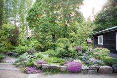 like the way the plants n rocks are intergrated Garden Art, Home And Garden, Natural Garden, House Rooms, Garden Planning, Garden Inspiration, Beautiful Gardens, Perennials, Terrace