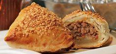 Hem 5 çaylarında hem de ara sıcaklarda ikram edebileceğiniz lezzetli bir tarif; Kıymalı Muska Böreği..  http://www.yemekhaberleri.com/kiymali-muska-boregi/