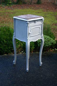 Chevet ancien patiné en  gris - meubles - Lin et Patine de Chantilly - Fait Maison