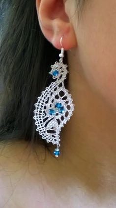 Náušnice Lace Earrings, Lace Jewelry, Crochet Earrings, Bobbin Lacemaking, Tatting Tutorial, Types Of Lace, Lace Heart, Point Lace, Lace Making