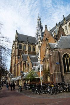 Saint Bavokerk in Haarlem, Noord Holland, the Netherlands. You need to visit this city in Holland on a day trip from Amsterdam. Click for a complete city guide for Haarlem with tips for the best things to do in Haarlem! #travel #Dutch #Holland #Netherlands #Haarlem