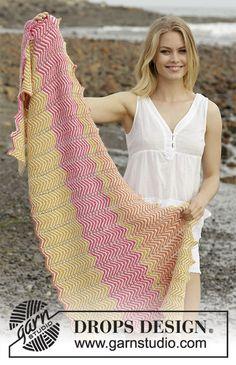 Sunrise Hues / DROPS 187-26 - Pruhovaný šátek s klikatým vzorem pletený z příze  DROPS Alpaca.