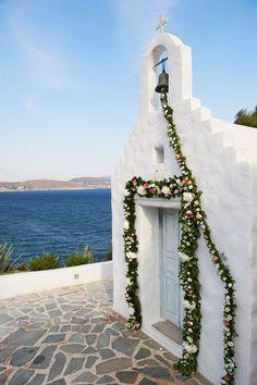 entryway florals   via: brides