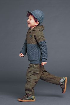 http://www.dolcegabbana.com/child/collection/dolce-and-gabbana-winter-2015-child-collection-74/