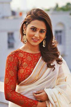 Kerala Saree, Ethnic Sarees, Indian Dresses, Indian Outfits, Sari Design, Indian Blouse, Elegant Saree, Beauty Shots, Indian Couture